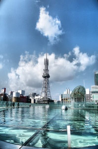 Looking at the Nagoya skyline from the water-covered roof of Oasis 21 (photo by Emran Kassim)