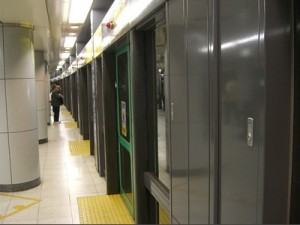 New Tokyo Metro line with protective clear walls between platform and tracks (photo by Aaron Dalton)