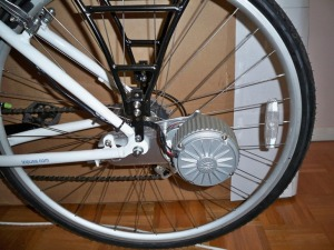 The motor positioned on the left side of the Via Rapido's rear wheel (photo by Aaron Dalton)