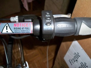 The warning label on the Izip Via Rapido throttle (photo by Aaron Dalton)